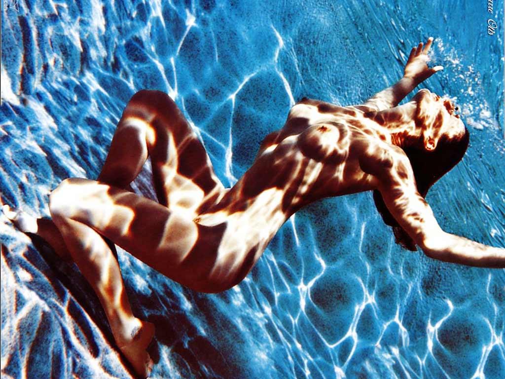 erotika-zhenshini-v-vode